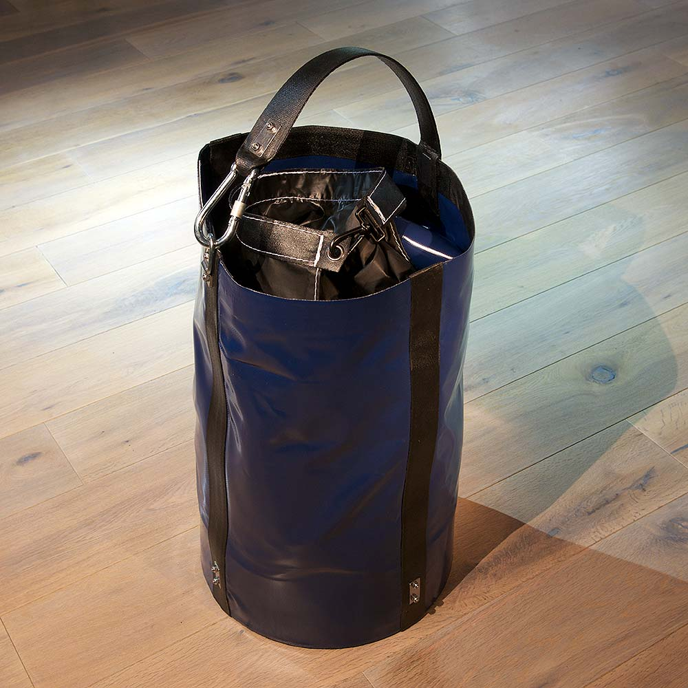 Extra heavy load bag with inside clasp including snap shackle